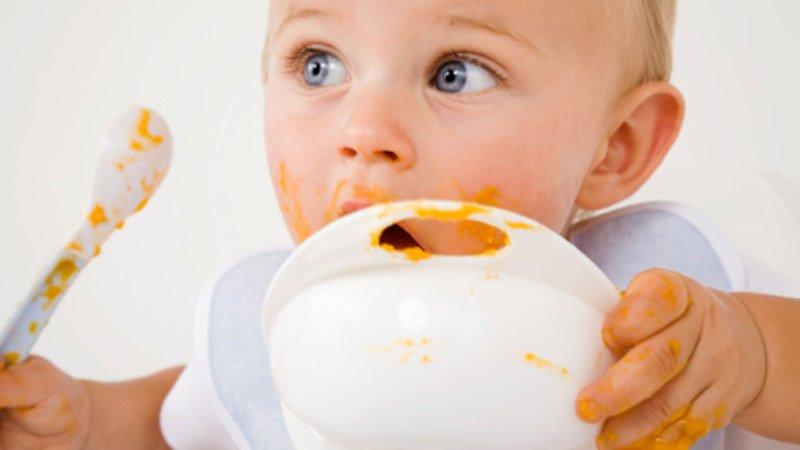 L'alimentation d'un bébé